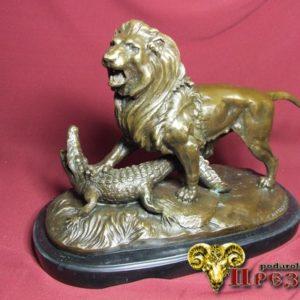 Лев и аллигатор