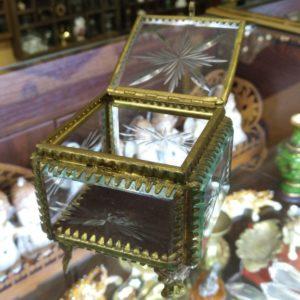 Антикварная шкатулка для украшений. Стекло, бронза.