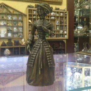 Бронзовый колокольчик Девушка в Шляпе