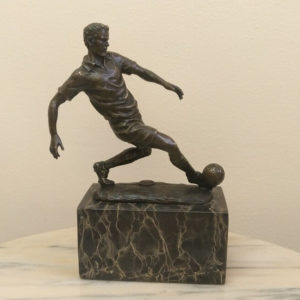 Бронзовая скульптура Футболист