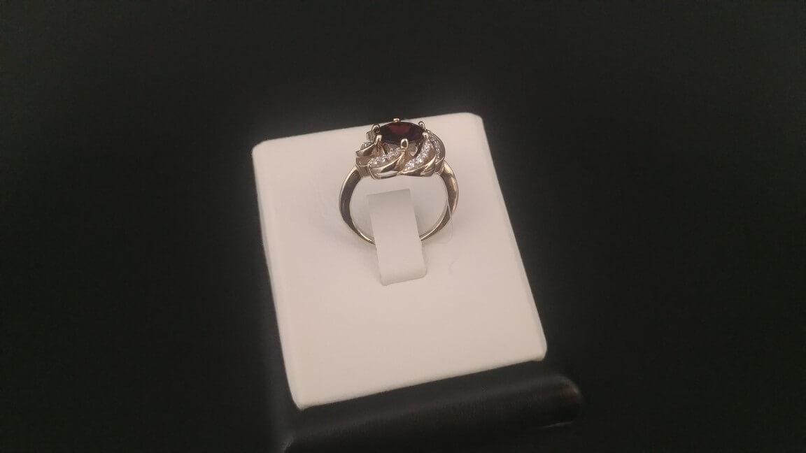 Золотое кольцо с гранатом - Презентъ S S 00251ee22df5d
