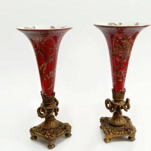 Пара каминных ваз из фарфора