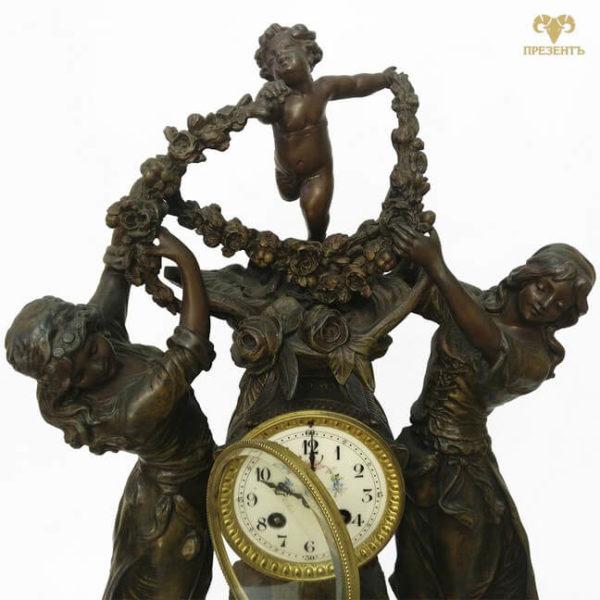 антикварные каминные часы, купить антиквариат в украине, французские старинные часы, скульптуры шпиатр, часы со скульптурами, амур и грации, эмалевый циферблат, почасовой бой