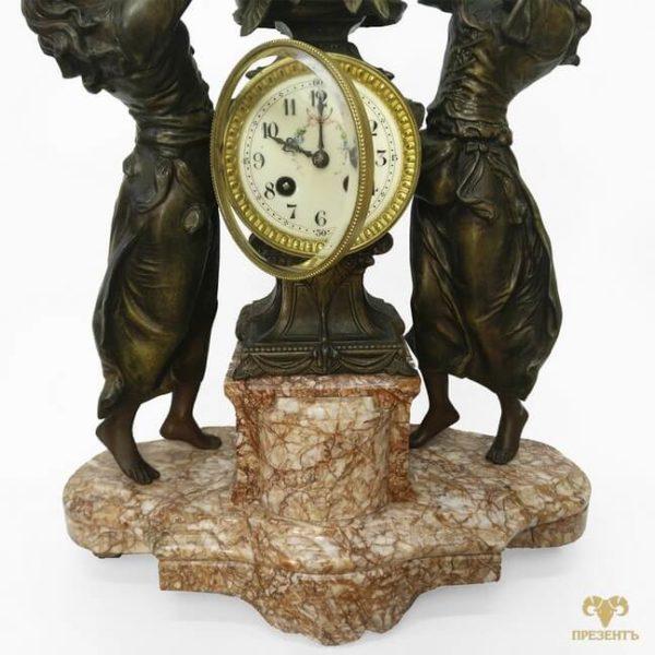 как украсить камин, антикварные каминные часы, купить антиквариат в украине, французские старинные часы, скульптуры шпиатр, часы со скульптурами, амур и грации, эмалевый циферблат, часы с боем