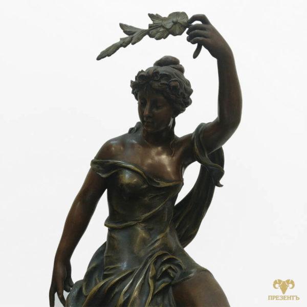 шпиатр, богиня аврора, каминные часы эмалевый циферблат, купить элитный подарок в украине, чем удивить ценителя искусства, подарок коллекционеру часов, шикарный подарок бизнесмену, девушка с веточкой в руке