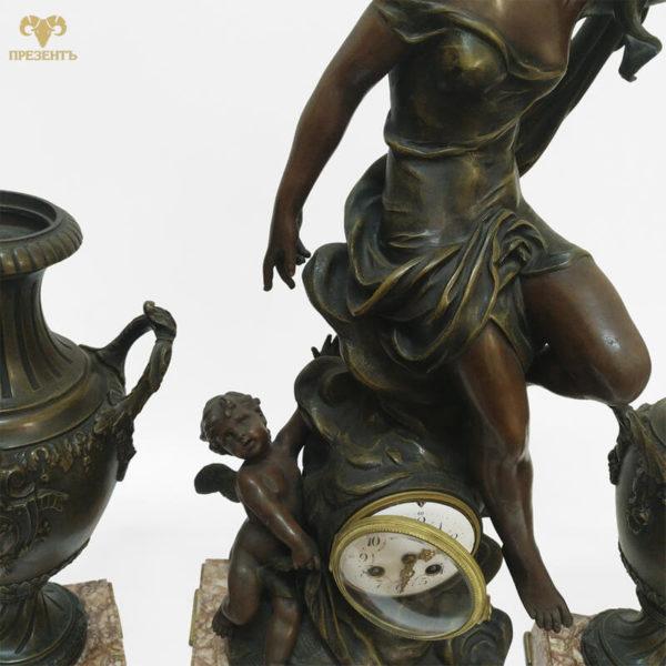 богиня аврора, каминные часы эмалевый циферблат, купить элитный подарок в украине, чем удивить ценителя искусства, подарок коллекционеру часов, шикарный подарок бизнесмену, девушка с веточкой в руке,