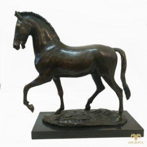 Величественная бронзовая скульптура Лошадь