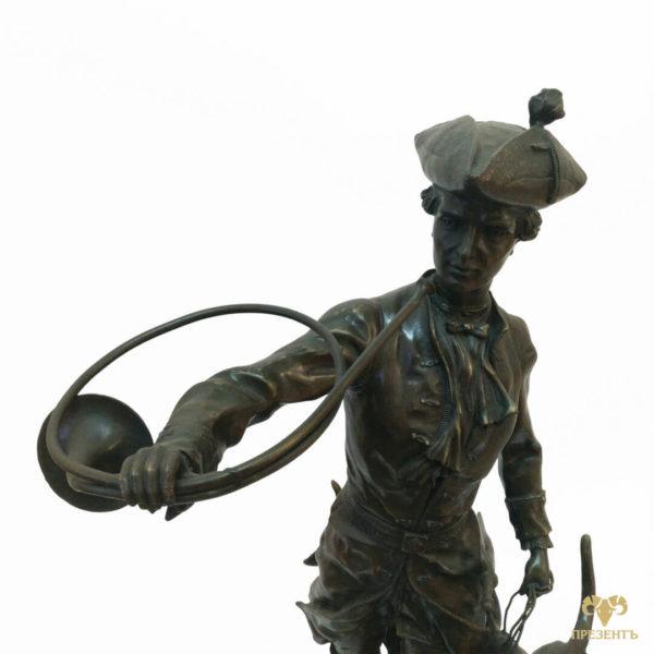 что подарить мужчине охотнику, охотник с собаками, осотник с сигнальным рогом, охотник с трубой, бронзовая скульптура охотника