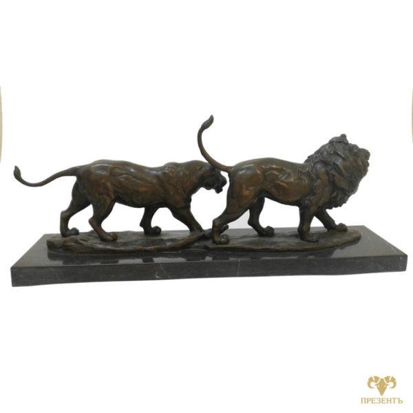 Лев и львица идут, пара львов, Подарок знак зодиака лев, красивое изображение льва, скульптура Лев, бронзовый лев, купить бронзового льва, лев символ, лев и символ