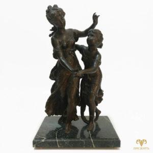 Антикварная шпиатровая статуэтка Танец сестёр