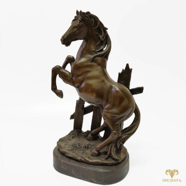 лошадь на дыбах, бронзовая статуэтка купить, купить памятный подарок, купить подарок начальнику, дорогой подарок, купить подарок состоятельному человеку