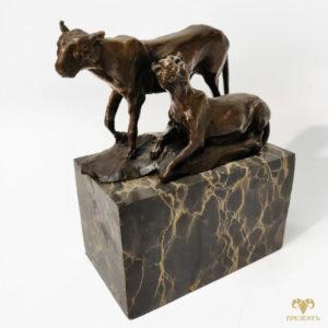 Бронзовая скульптура Молодой лев и львица