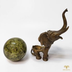 Бронзовая статуэтка Слон с поднятым хоботом, камень змеевик