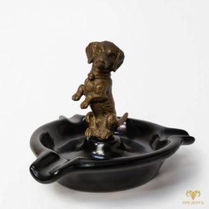 Керамическая пепельница с бронзовой собачкой