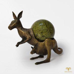 Оригинальная бронзовая скульптура Кенгуру с малышом, камень змеевик
