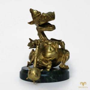 Бронзовая статуэтка Дракончик на змеевике