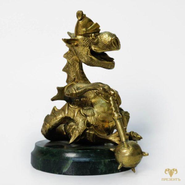 статуя дракона, камень змеевик, магазин уникальных подарков, эффектный подарок другу, подарок коллекционеру драконов, дракончик с булавой на змеевике