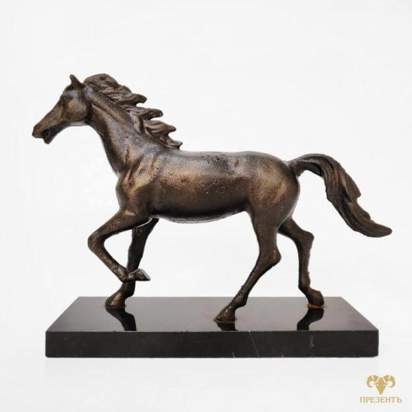 символичный подарок мужчине, символичный подарок лошадь, статуэтка лошадки купить, купить маленькую фигурку лошади, фигурка лощадки