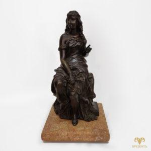 Бронзовая скульптура Молодая девушка с цветами