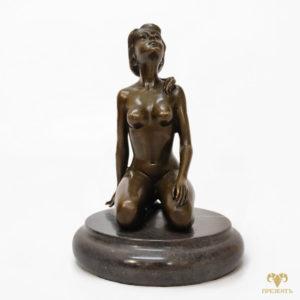 Бронзовая скульптура Нагая девушка