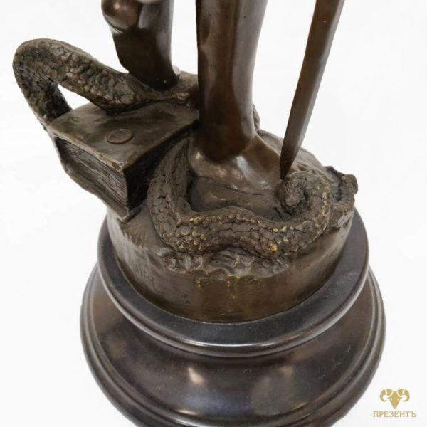 подарок человеку при власти, подарок рабонику прокуратуры, подарок для судьи, статусный подарок серьезному человеку, подарок для юриста