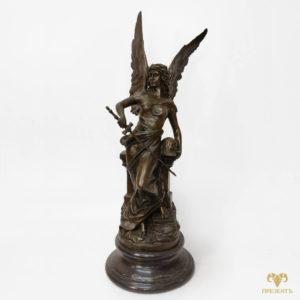 Бронзовая статуя Ника – богиня победы